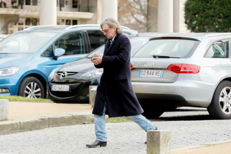 Daniel Auteuil arrivant au Père Lachaise pour les obsèques de Maria Pacôme, le 10 décembre 2018
