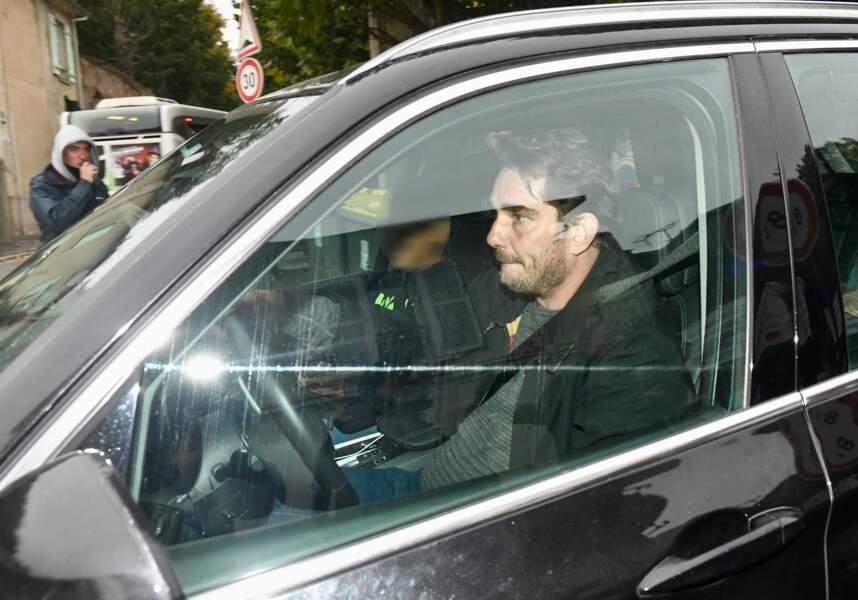 Sebastien Farran quitte le domicile de Laeticia Hallyday à Marnes-la-Coquette, le 7 octobre 2017