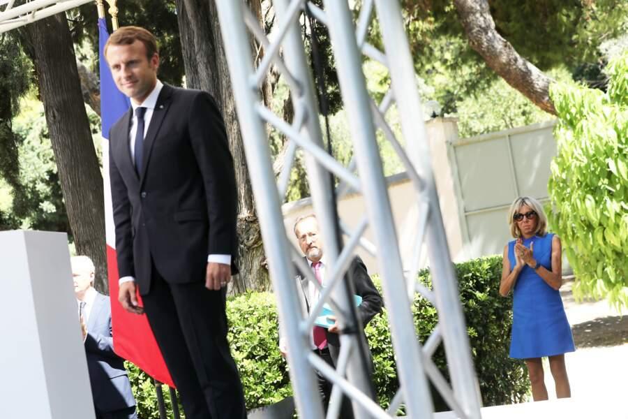 Brigitte Macron ne quitte plus cette robe Louis Vuitton qu'elle possède en 4 couleurs