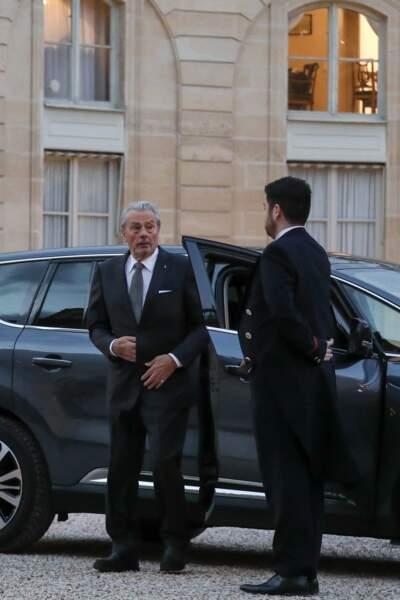 Alain Delon arrive à l'Élysée pour le dîner d'État en l'honneur du président chinois Xi Jinping