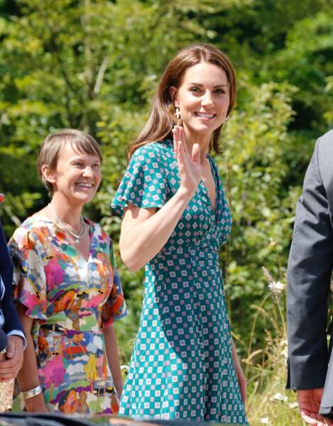 Kate Middleton radieuse en robe d'été signée Sandro Paris