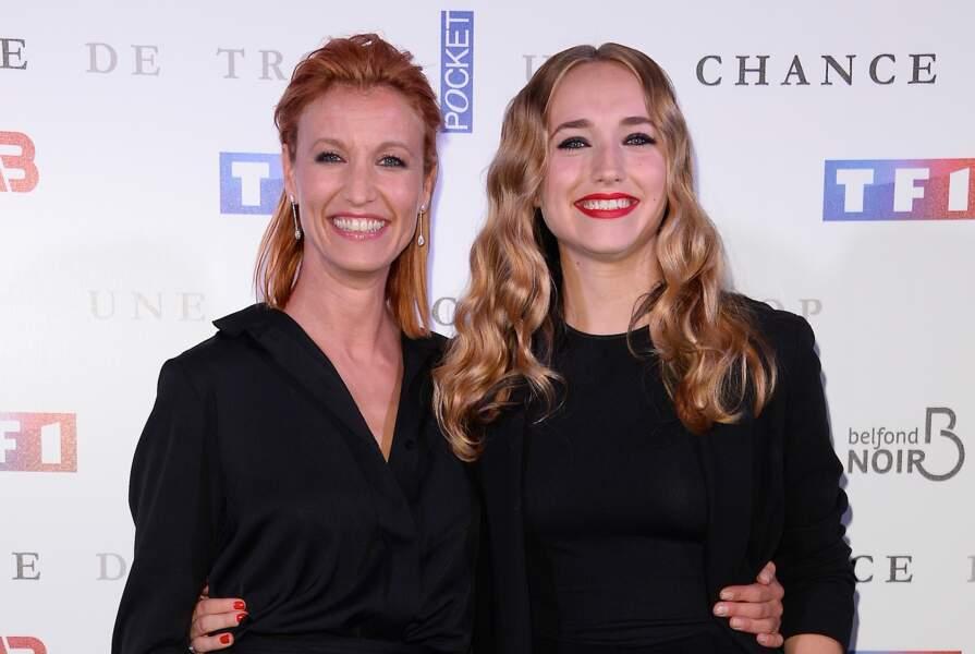 """Alexandra Lamy et sa fille Chloé Jouannet à la première du film """"Une chance de trop"""" à Paris, le 24 juin 2015"""