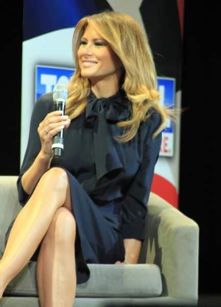 Melania Trump et son chemisier à col lavallière, porté lors d'un discours à Las Vegas, le 5 mars 2019