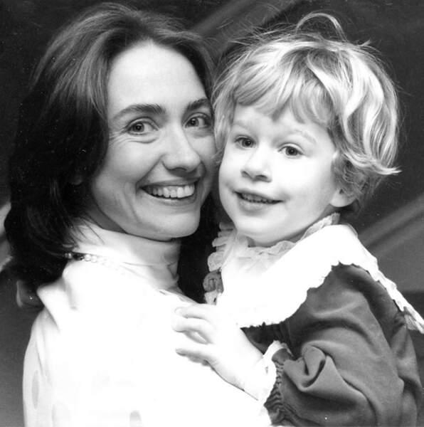 Hillary Clinton avec sa fille Chelsea, en 1983