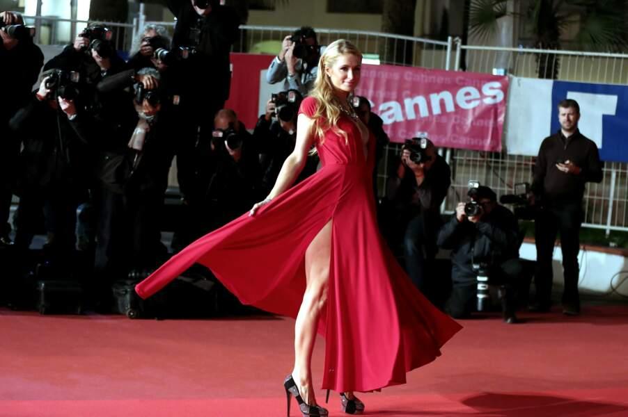 Paris Hilton, sur le tapis rouge des NRJ Music Awards, le 13 décembre 2014 à Cannes