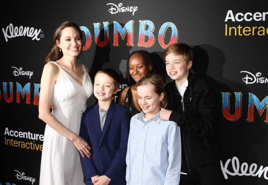 Shiloh Jolie-Pitt avec sa mère Angelina Jolie et ses frères et soeurs à la première de Dumbo à L.A. le 11 mars 2019