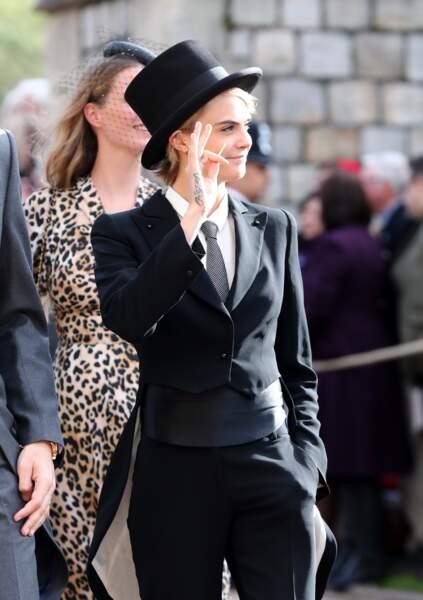 Cara Delevingne très chic en costume Emporio Armani  au mariage d'Eugénie d'York