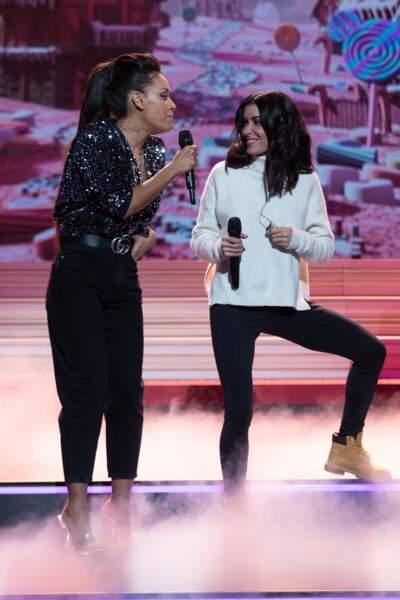 En répétitions, Amel Bent et Jenifer donnent de la voix.