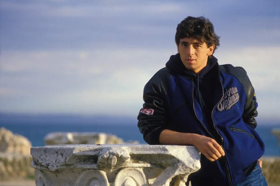 """Patrick Bruel, sur le tournage du film """"Champagne Amer"""" en Tunisie, en 1985"""
