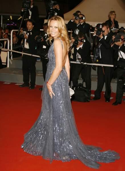 2006 : une habituée de Cannes, les cheveux longs, blonds et le sourire lumineux
