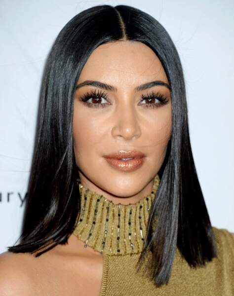 Contouring, teint mat et maquillage aux nuances de bruns pour la femme de Kanye West