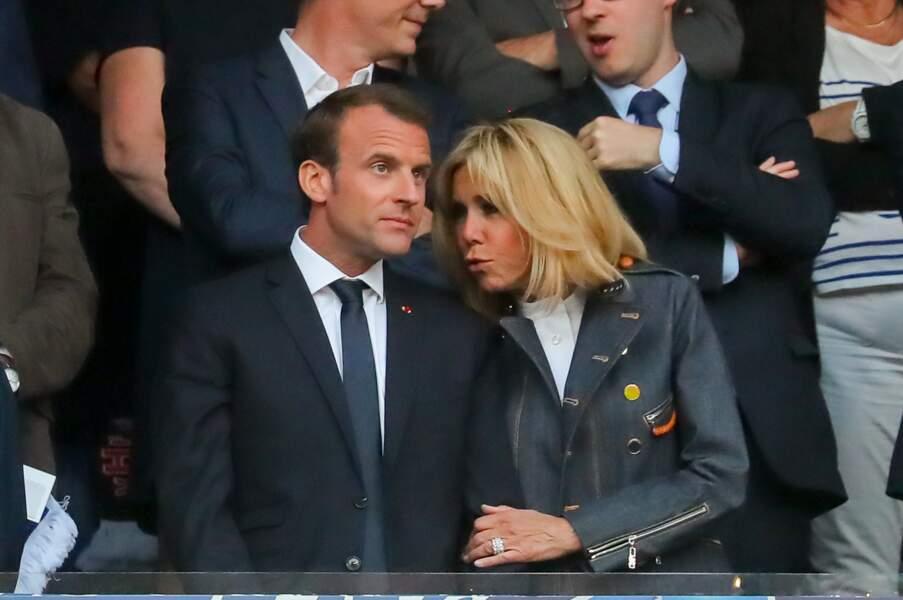 Emmanuel Macron et sa femme Brigitte Macron très complices