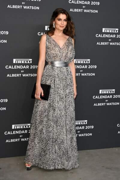 Laetitia Casta sublime dans une longue robe décolletée Azzedine Alaïa pour lel ancement du calendrier Pirelli 2019