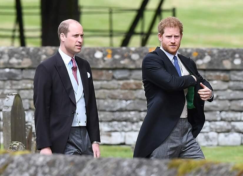 les Prince William et Harry arrivent au mariage