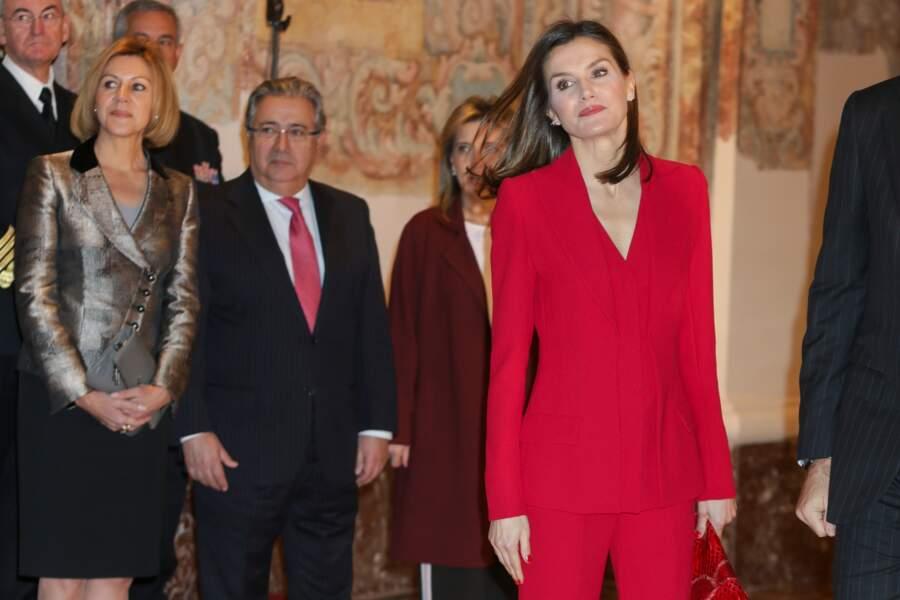 La reine Letizia d'Espagne, ultra chic en rouge vitaminé