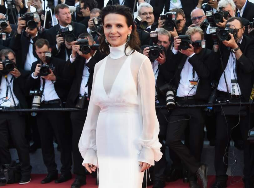Juliette Binoche en robe Chloé et bijoux Chopard