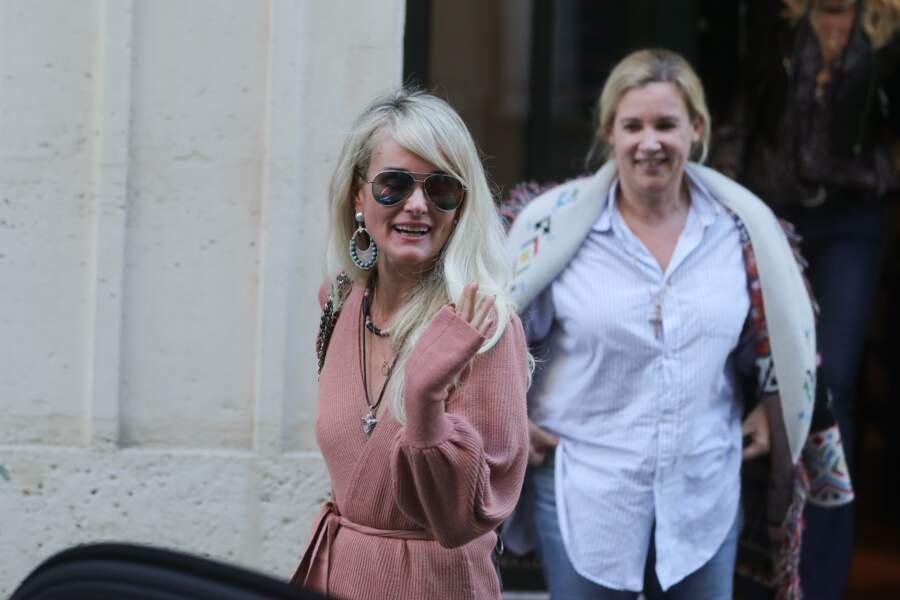Laeticia Hallyday est de retour à Paris pour la promotion de l'album posthume de Johnny.