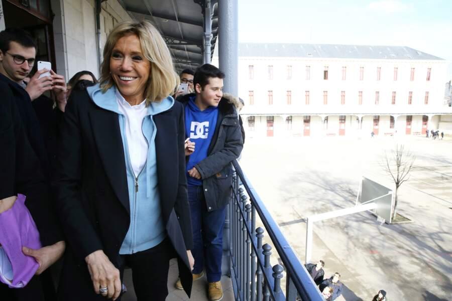 Brigitte Macron en sweat à capuche
