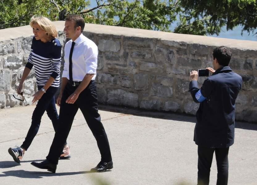 Brigitte Macron surprend avec une paire de baskets au G7