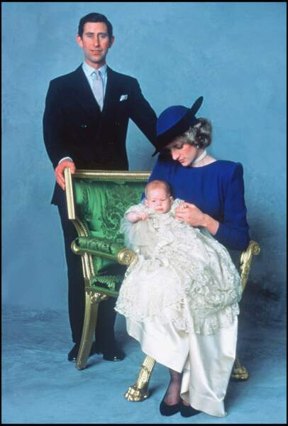 Le prince Charles et la princesse Diana lors du baptême de leur fils Harry, le 26 decembre 1984