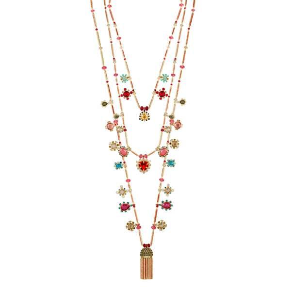 LUCKY CHARMS, collier en métal doré et cristaux multicolores. Swarovski, 399 €.