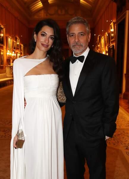 George et Amal Clooney renversante dans une robe bustier doublée d'une cape signée Stéphane Rolland