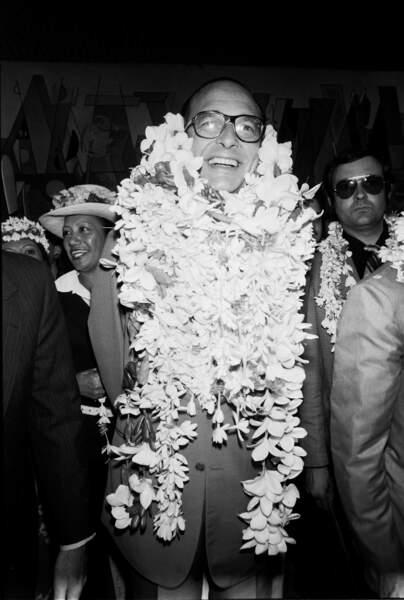 Jacques Chirac arrive à Papeete, Tahiti pour une visite officielle et des vacances.