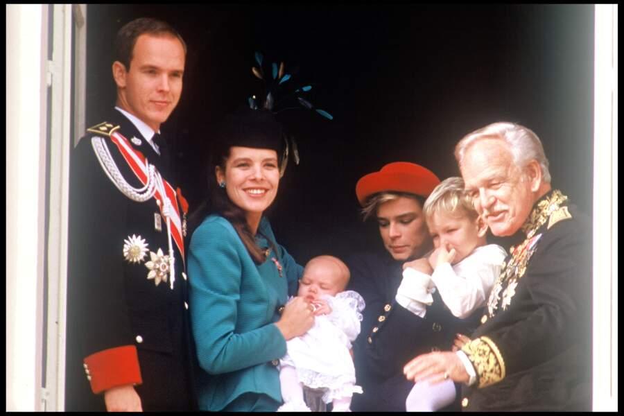 Albert, Caroline, Charlotte, Andrea Casiraghi et le prince Rainier lors de la fête nationale à Monaco, en 1986