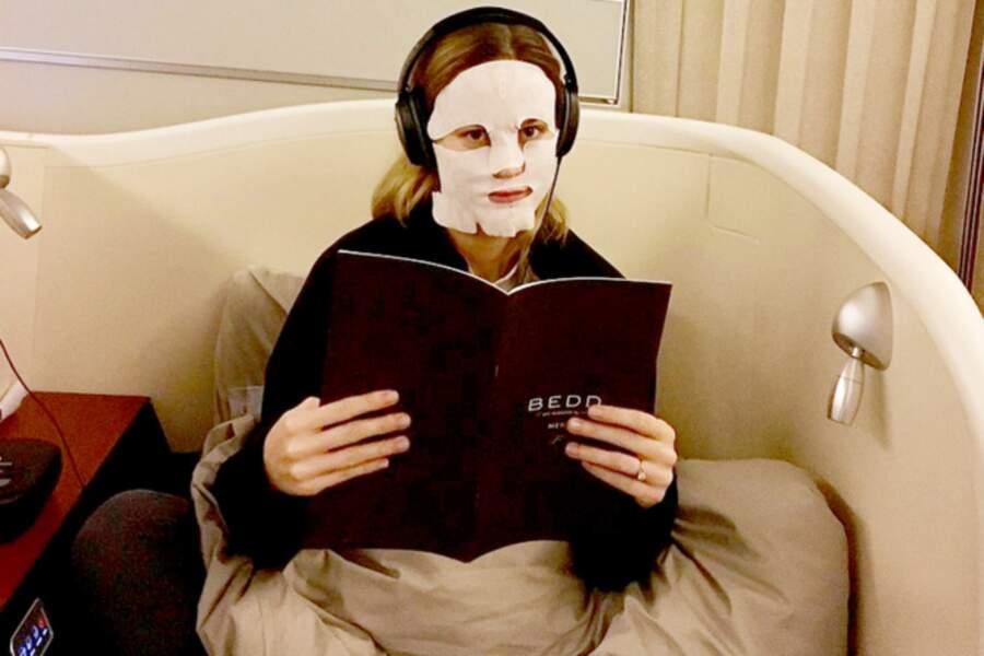 Comme Bella Hadid, Brie Larson se prélasse en première classe un masque de premier choix sur le visage