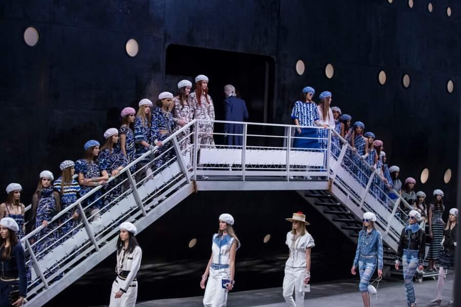 Le décor incoryable du défilé Chanel imaginé par Karl Lagerfeld au Grand Palais
