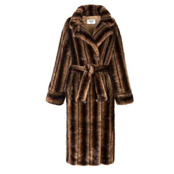 Manteau en fausse fourrure, 390 € (Swildens).