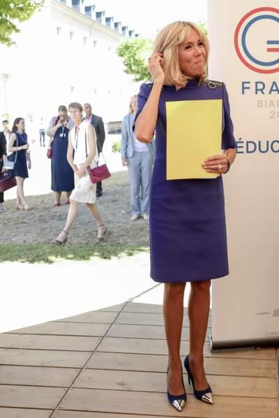 Brigitte Macron, l'ancienne prof de français adopte un détail griffé sur sa robe