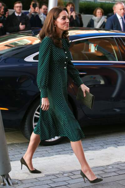 Kate Middleton collectionne les robes à pois dans toutes les couleurs