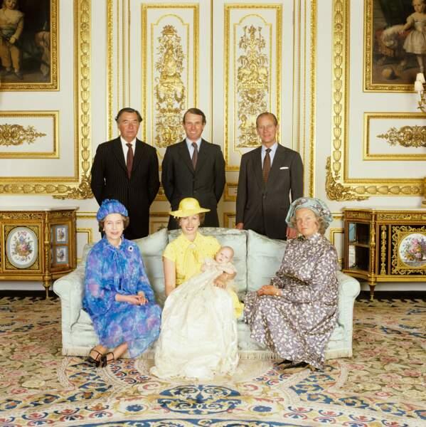 La famille royale d'Angleterre pose au château de Windsor lors du baptême de Zara Phillips, 27 juillet 1981