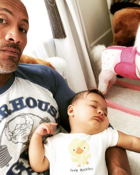 Pause tendresse pour Dwayne Johnson et sa fille Tiana Gia, née le 23 avril 2018