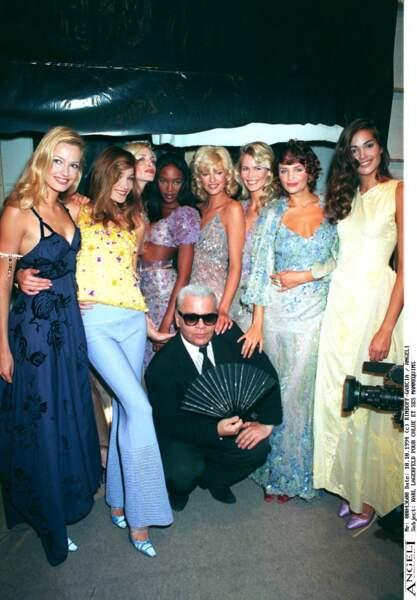 En backstage du défilé Chloe 1995, avec Karl Lagerfeld et les top models incontournable de l'époque