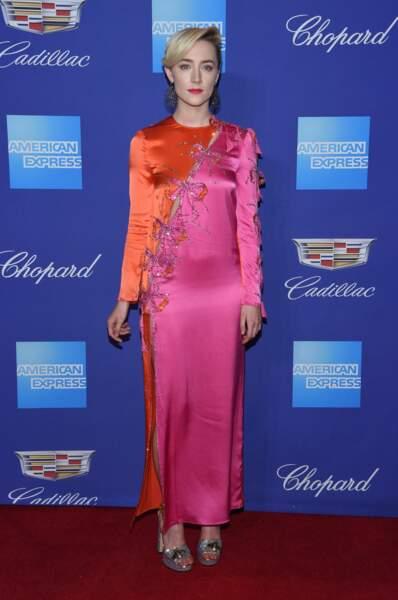 Saoirse Ronan dans une robe flashy et fendue griffée Gucci