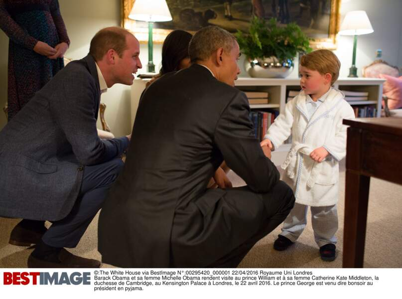 Barack Obama, le prince William et le prince George, à  Kensington Palace le 22 avril 2016