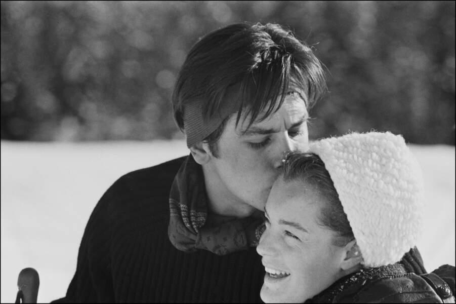 Alain Delon et Romy Schneider en vacances aux sports d'hiver en 1963