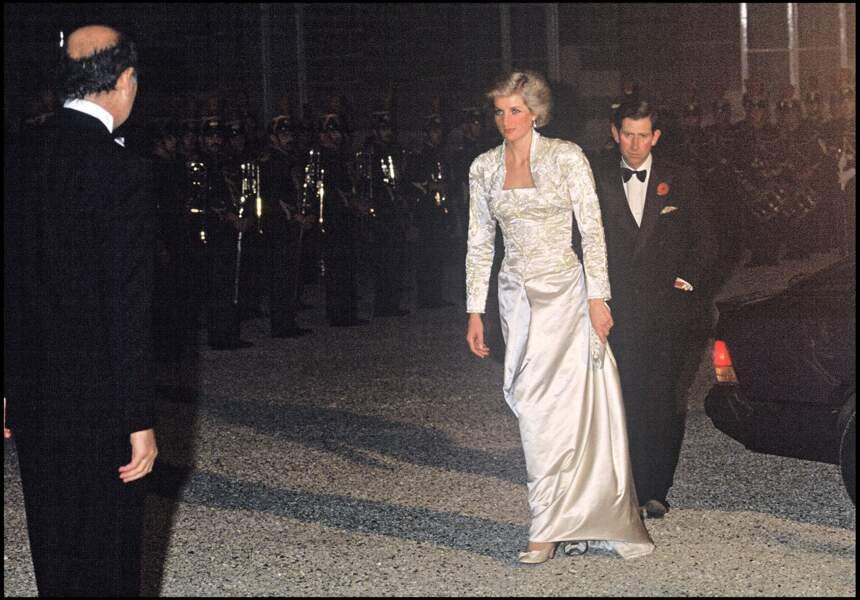 La princesse Lady Diana et le prince Charles arrivent à l'Elysée en 1988