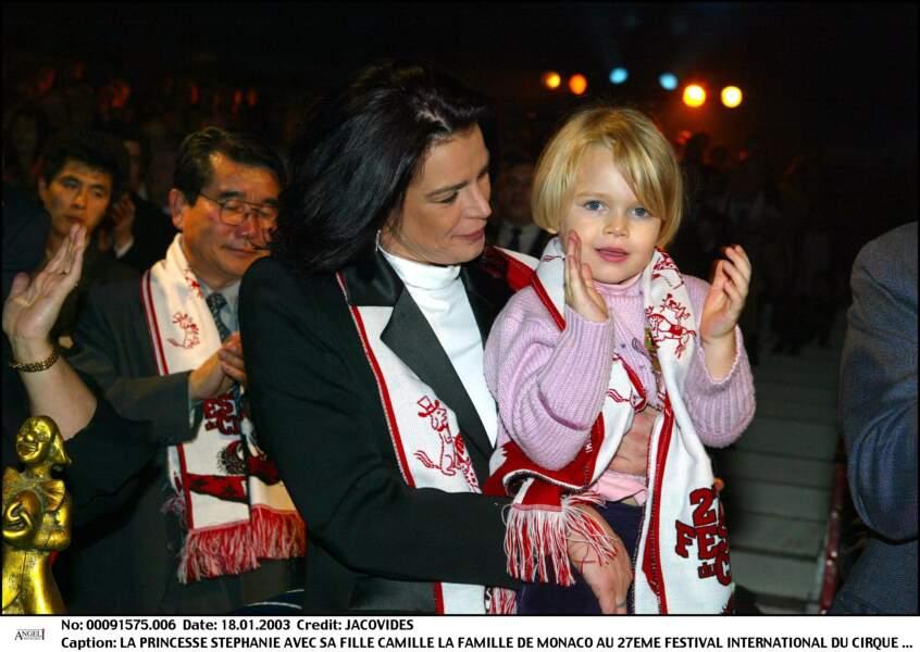 Stéphanie de Monaco et sa fille Camille Gottlieb lors du festival du cirque de Monaco en 2003