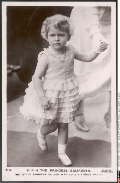 La ressemblance avec la reine Elizabeth II (ici, à 5 ans) est de plus en plus frappante