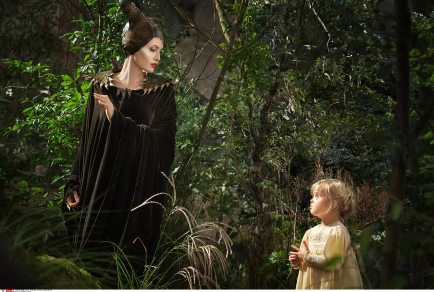 """Vivienne, face à sa mère, sur le tournage de """"Maléfique"""", à l'automne 2013. Elle incarne la Princesse Aurore."""