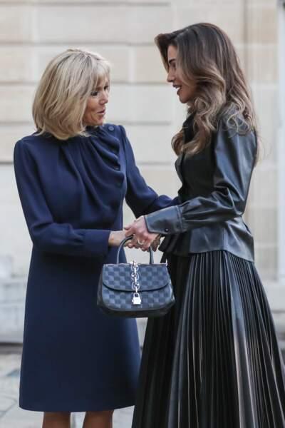 Le 1er avril 2019, face à Rania de Jordanie, Brigitte Macron avait déjà cette jolie robe louis Vuitton