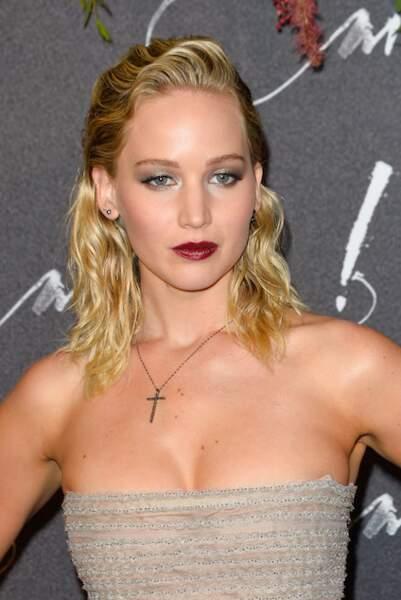 L'effet mouillé ondulé de Jennifer Lawrence