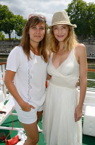 """Julie de Bona et Hélène de Fougerolles lors du """"Brunch Blanc"""" en juin 2014."""