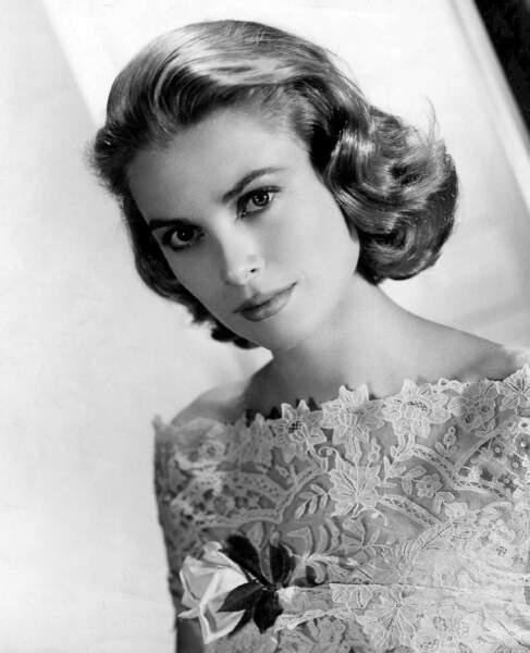 L'iconique Grace Kelly et ses gracieuses boucles sur la nuque