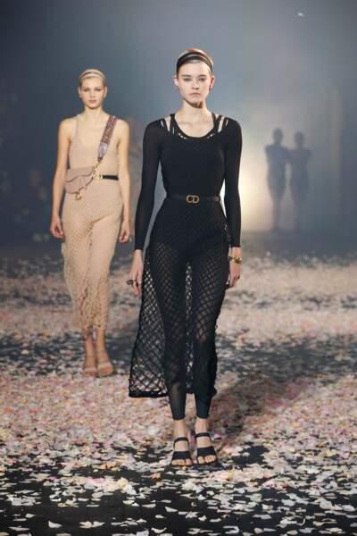 Tendance maille : Dior l'invite pour des tenues de danseuses modernes, une poésie à adopter sans modération.