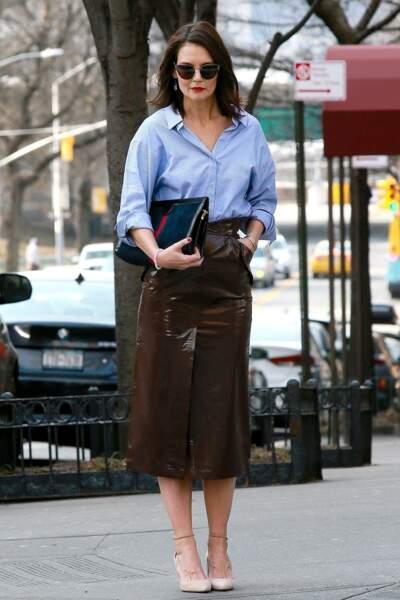 Katie Holmes prend la pose dans les rues de New-York avec beaucoup de style