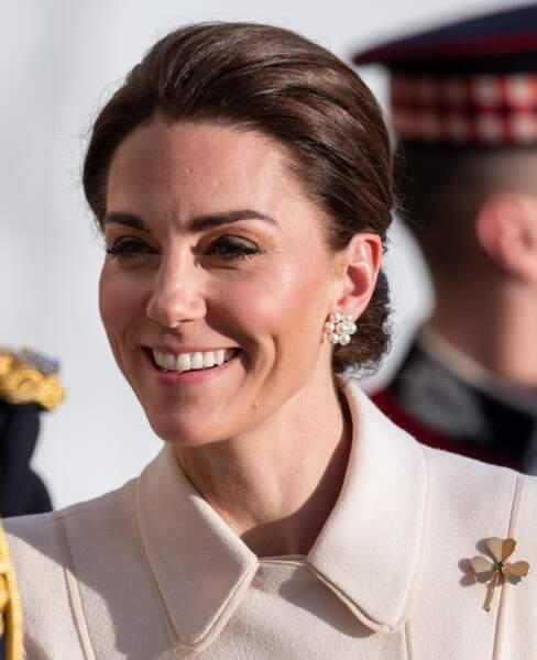 Kate Middleton paraît plus brune que d'habitude le 6 juin, certainement dû à un shampooing reflets